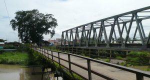 Jembatan Lama di Bendungan Pesayangan