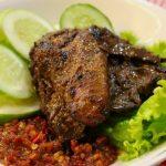 Ayam Bakar Sambel Terasi. Menu laris lainnya bagi penggemar ayam bakar dengan bumbu yang khas dan manis. Dilengkapi sambel terasi yang lezat.