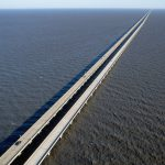 Jembatan Terpanjang di Dunia Lake Pontchartrain Causeway - travelandleisure.com