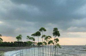 Pantai Ketiwon atau Dampyak yg bersebelahan dengan Pantai Martoloyo