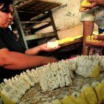 Proses pembuatan tahu aci, salah satu makanan khas Tegal